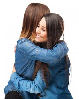 포옹하는 여자