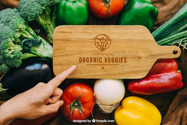Wood table mockup with vegetable designs Free Psd