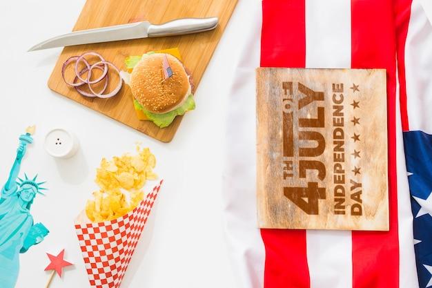 Mockup di tavola di legno con hamburger