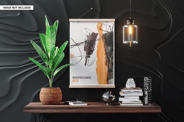 黒い壁のモックアップに木製のポスターハンガー