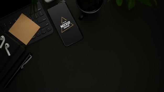 모형 스마트 폰, 소모품, 액세서리가있는 업무용 책상