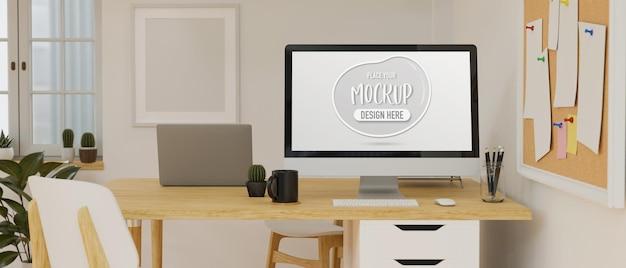 コンピュータラップトップと掲示板付きの机の上の消耗品を備えたワークスペース