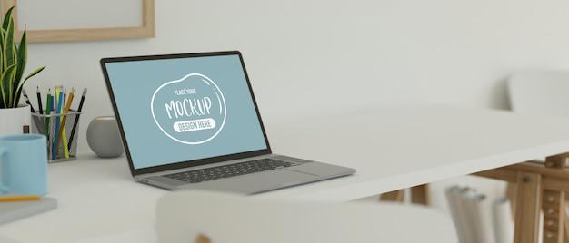 노트북이 있는 작업 공간, 책상 위의 문구류, 로프트 벽의 선반, 복사 공간, 3d 렌더링, 3d 일러스트레이션