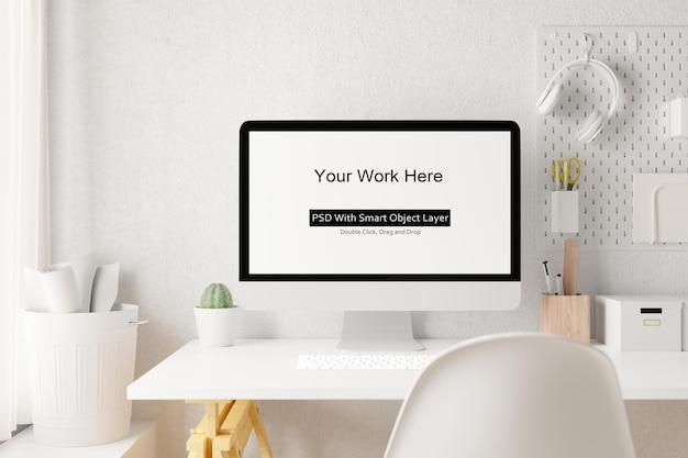 Рабочее пространство с рендерингом пустого экрана ноутбука