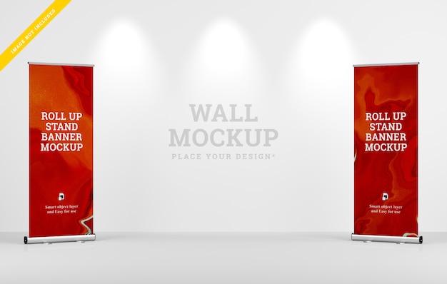 ロールアップxbannerスタンドモックアップと壁のモックアップデザイン。テンプレートpsd。