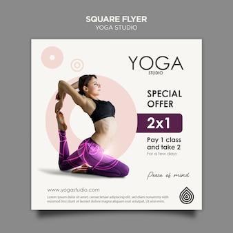 Modello di volantino quadrato di studio yoga