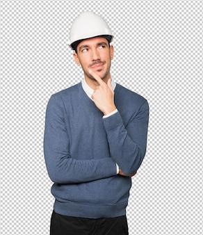 疑いのジェスチャーをする若い建築家
