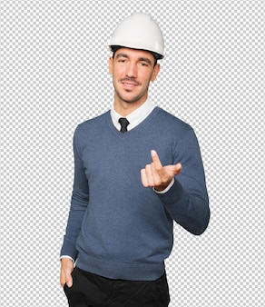 彼の手で歓迎のジェスチャーをする若い建築家