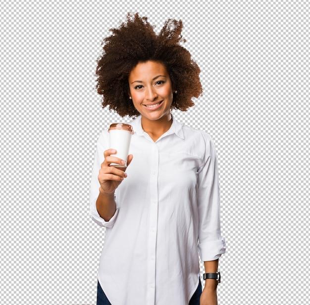 커피를 들고 젊은 흑인 여성