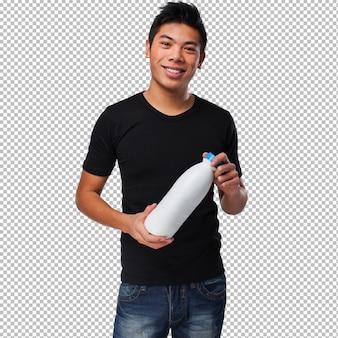 牛乳を飲む若い中国人男性