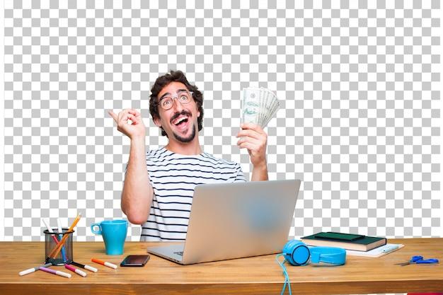 ノートパソコンと支払い、購入またはお金の概念と机の上の若いクレイジーグラフィックデザイナー