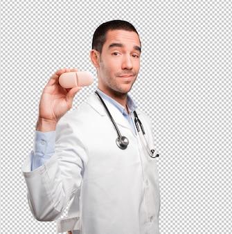 Молодой врач, проведение таблетки