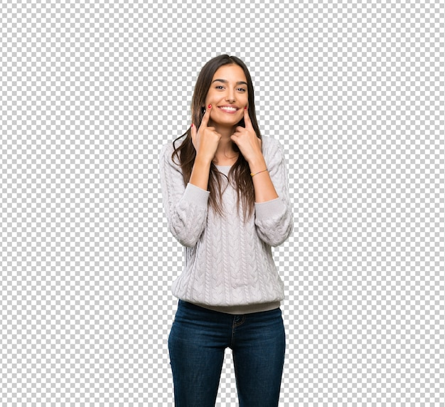 행복하고 즐거운 표정으로 웃고있는 젊은 히스패닉 갈색 머리 여자