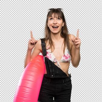 Молодая женщина в бикини, указывая отличная идея