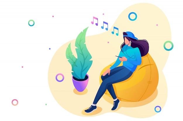 10代の少女は、スマートフォンで音楽を聴き、ソーシャルネットワークを使用しています。 10代の若者のレジャーの概念。