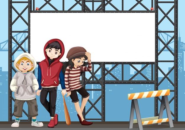 都市の看板に10代のグループ