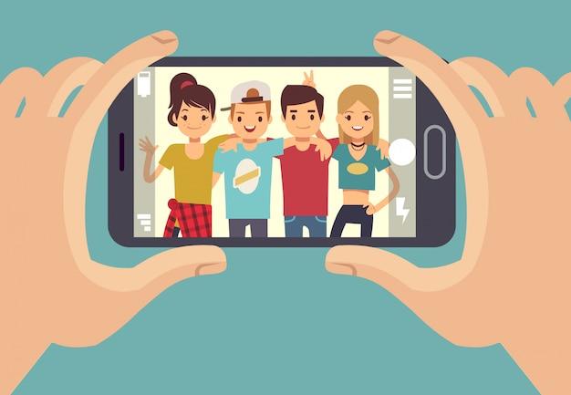 若いお友達の10代の若者がスマートフォンで写真を撮る。友情ベクトルの概念