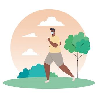 Человек афро бег, одетый в медицинскую маску на открытом воздухе, профилактика коронавирусная инфекция 19