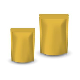 食品や健康製品用の2サイズのブランクゴールドスタンディングジップロックバッグ。影付きの白い背景で隔離。パッケージデザインにすぐに使用できます。