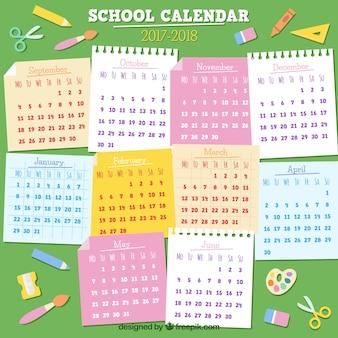 スティッキーノート付き学校カレンダー2017-2018