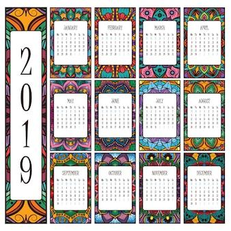 美しい複雑なマンダラと2019カレンダー