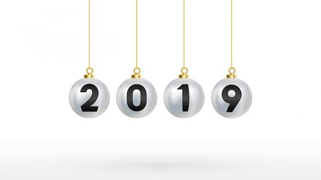 2019 с новым годом с цветным елочным шаром серебристого цвета