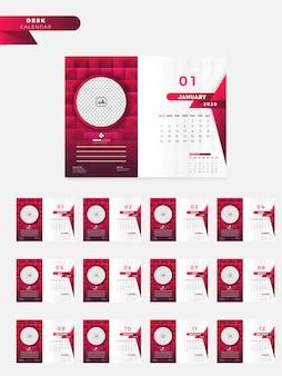 赤と白の革のパターンにあなたのイメージのためのスペースを持つ2020年の卓上カレンダー