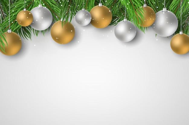 メリークリスマスと新年あけましておめでとうございます2020のお祝いテンプレート。お祝いボールとモミの木。雪が降る。