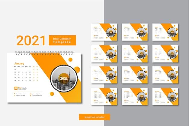 창의적인 디자인의 2021 데스크 캘린더 템플릿