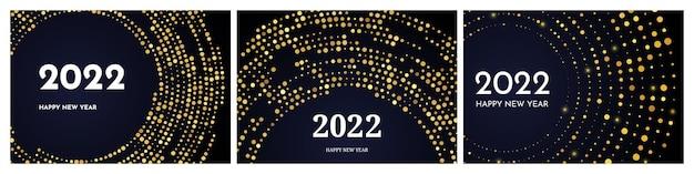 2022年明けましておめでとうございます。円の形をしたゴールドのキラキラパターン。暗い背景にクリスマスホリデーグリーティングカードの3つの抽象的な金色に輝くハーフトーンの点線の背景のセット。ベクトルイラスト