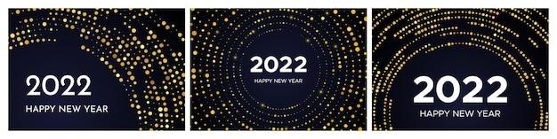2022年明けましておめでとうございます。円の形をしたゴールドのキラキラパターン。暗い背景の上のクリスマスの休日のグリーティングカードの3つの抽象的な金色に輝くハーフトーンの点線の背景のセット。ベクトルイラスト