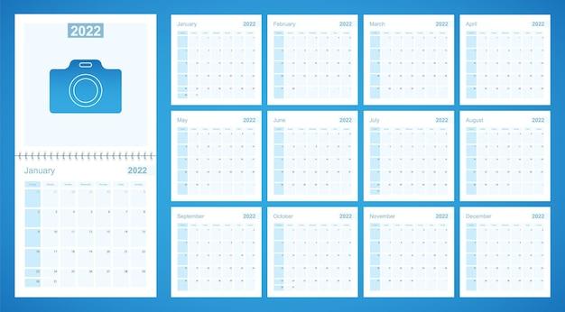 Настенный планировщик 2022 синего цвета, неделя начинается в воскресенье.