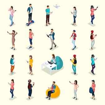 Набор из 20 модных изометрических людей и гаджетов