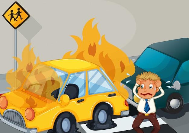 2台の車が燃えている事故現場