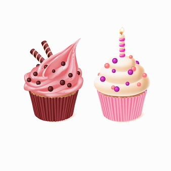 2つのカップケーキ、誕生日のお祝いのためのおいしいケーキ。キャンドル付きの甘いペストリー