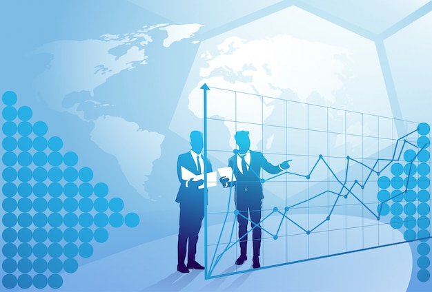 Бизнесмен 2 силуэтов говоря обсуждающ отчет о документа над диаграммой финансов, концепцией встречи бизнесмена