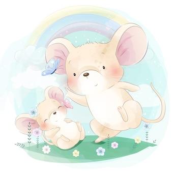 蝶と遊ぶかわいい2つの小さなマウス