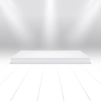 製品のための空の白い表彰台。サーチライトのビームで3 dホワイトステージ。