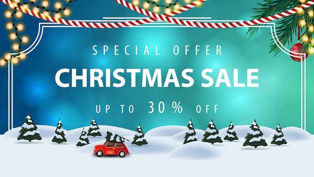 Специальное предложение, новогодняя распродажа, скидка до 30%, синий баннер со скидкой в винтажной рамке, гирляндами, елкой и мультяшным зимним пейзажем с красным винтажным автомобилем с елкой