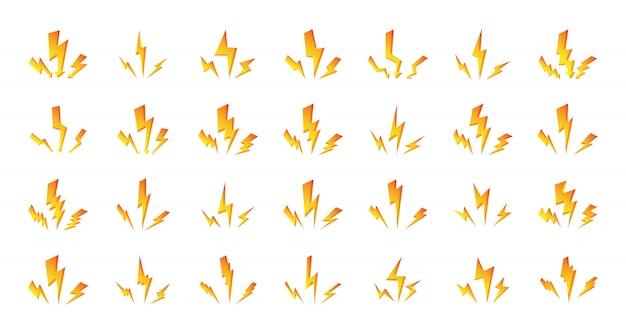 オレンジイエローライトニングボルトのセット。 3つの高速光沢のある衝撃電光の構成。シンボルの嵐、雷または雷雨を白で隔離