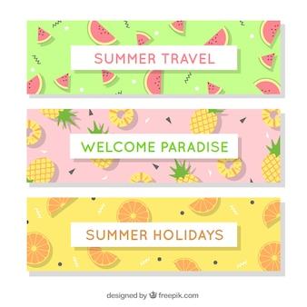 様々な果物の3つの夏のバナーのセット