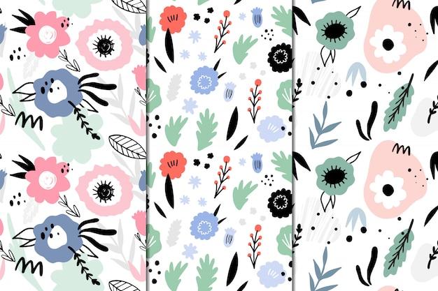 抽象的な花を持つ3つのシームレスパターンのセット。手描き、落書きスタイル。