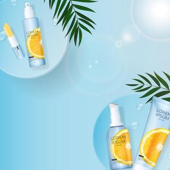 Реалистичная бутылка крема солнцезащитного крема 3d с пальмовыми листьями, подиумом и апельсином.