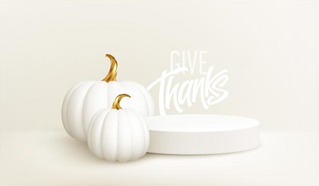 白い背景に分離された白い製品の表彰台と3dリアルなホワイトゴールドのカボチャ。製品ステージ、カボチャ、感謝祭の碑文の感謝祭の背景。ベクターイラストeps10