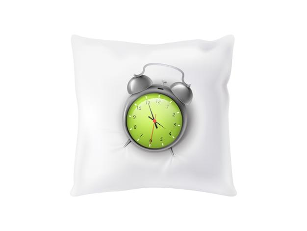 白い柔らかい枕の上に3d現実的な目覚まし時計。背景に隔離された睡眠の概念。