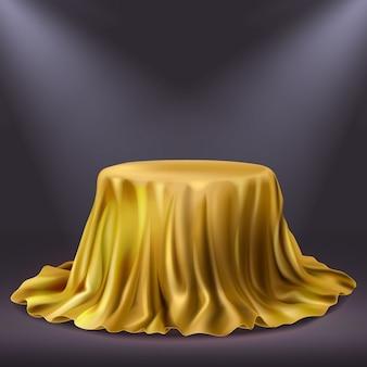 Реалистичная золотая выставка производительности ткани. золотой театральный занавес или королевская роскошная скатерть 3d векторная иллюстрация