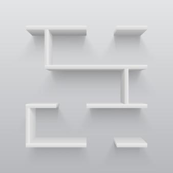 Белые пластиковые 3d полки с легкой тенью на стене. простота в дизайне интерьера векторные иллюстрации. книжная полка для галереи, интерьерная мебель для стен