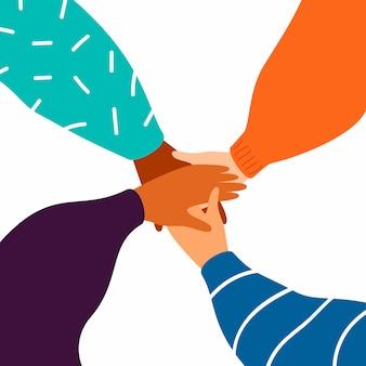 4つの女性の手がお互いを支え合う