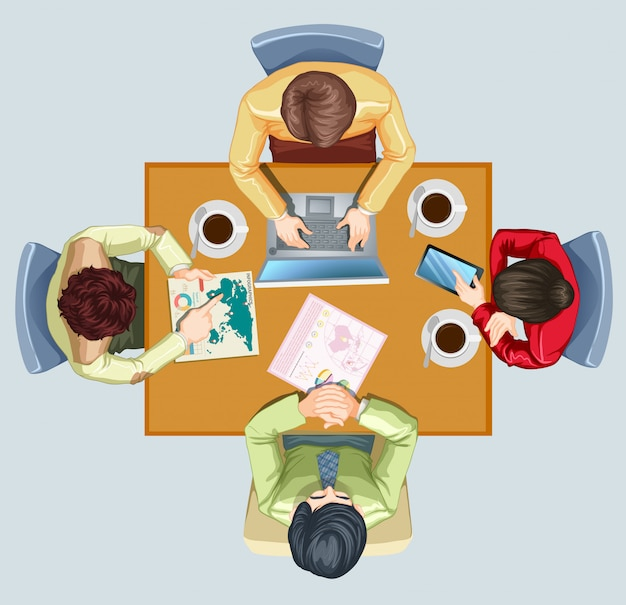 テーブルで会議をしている4人
