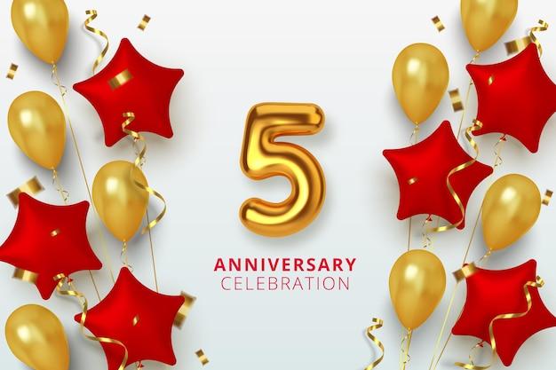 5周年記念のお祝い番号は金色と赤の風船の星の形をしています。リアルな3dゴールドの数字ときらめく紙吹雪、曲がりくねった。